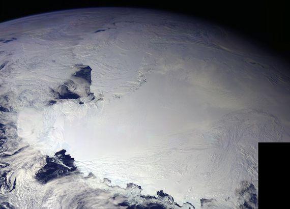 2017-05-19-1495192080-6378359-Ross_Ice_Shelf_Antarctica_on_Earth.jpg