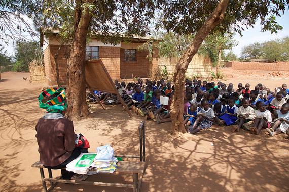 2017-07-04-1499167358-5864254-UnterrichtuntereinemBaum_Malawi_GPE_ChantalRigaud.jpg