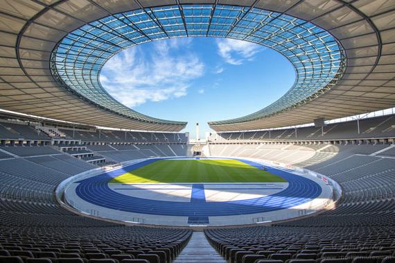 2017-08-03-1501761772-6008274-Olympiastadion_Berlin_Sep2015.jpg