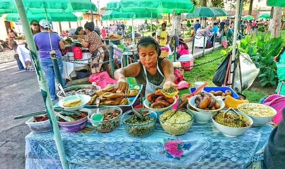 2017-09-06-1504703029-8415046-Guatemalastreetfood.jpg