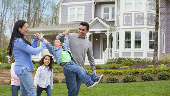 2017-09-15-1505501633-450003-happyfamily.jpg