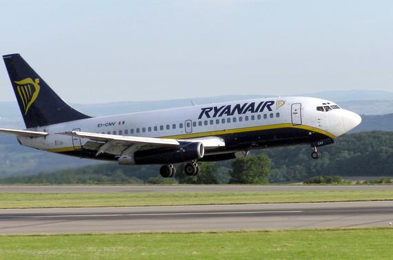 2017-09-28-1506610163-2610022-Ryanair.b737200.eicnv.bristol.arp.jpg