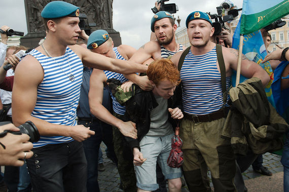 2017-11-03-1509708022-9509398-Picket_against_homophobia_held_during_Russia_Paratroopers_day.jpg
