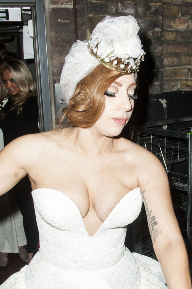 Lady Gaga Shows Major CleavagE