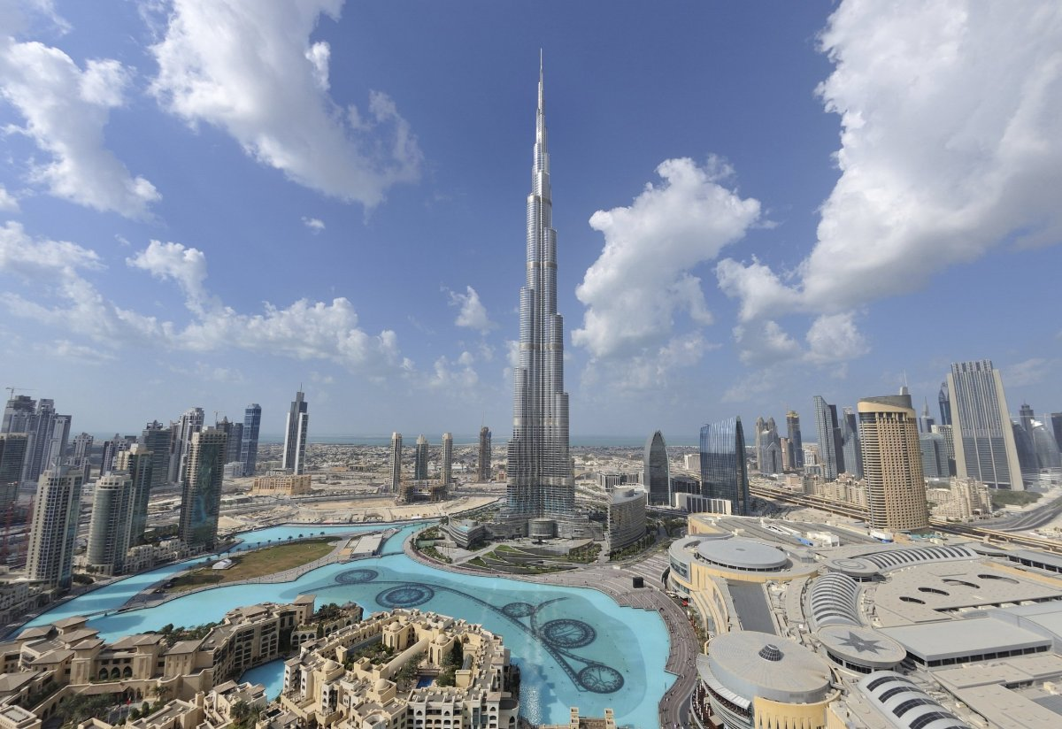 Biggest Building: Burj Khalifa, Dubai, UAE