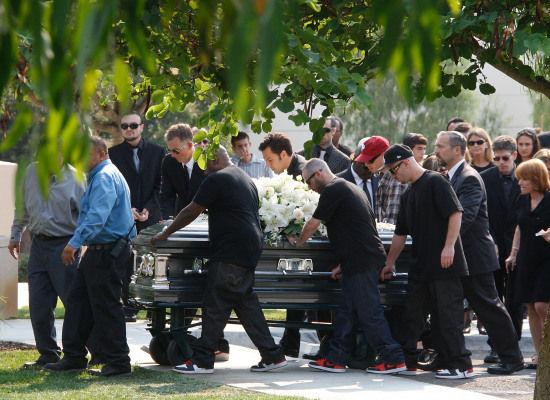 funeral etiquette  clothing