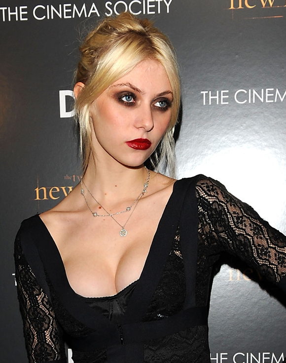 Taylor Momsen S Vampy Outfit How Old Does She Look
