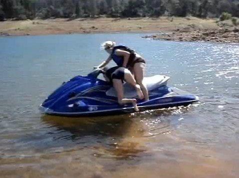 Taylor Swift en Bikini jetski