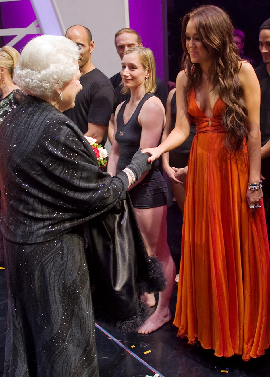 Miley cyrus busts out meeting the queen photo huffpost miley cyrus busts out meeting the queen photo m4hsunfo