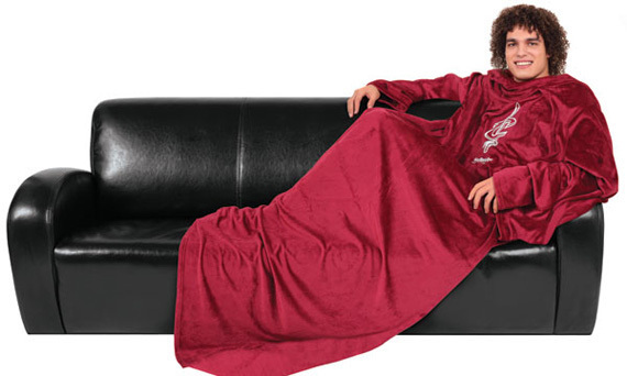 http://images.huffingtonpost.com/gen/146376/CAVALIERS-SNUGGIE-WORLD-RECORD-CAVS-SNUGGIES.jpg