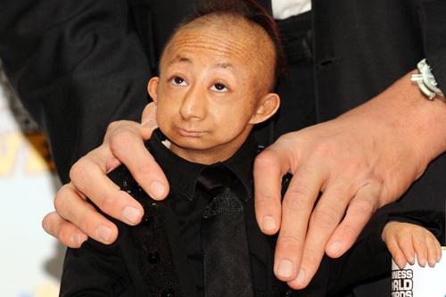 World's Shortest Man Dead: He Pingping Dies At 21 (PHOTOS ...