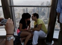 Dubai Kissing Couple