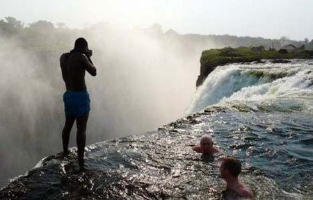 Devil 39 s pool the most dangerous pool in the world huffpost for Devils swimming pool victoria falls
