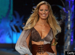 Karolina Kurkova's Missing Bellybutton Explained (PHOTOS)