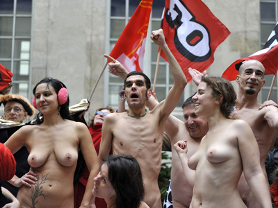 Paris Life Models Protest Naked (PHOTOS, NSFW)